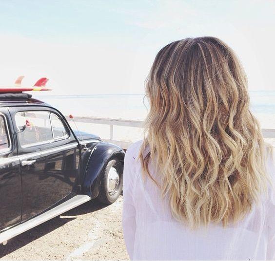 Olas de la playa: Cómo hacer que tu cabello se ondule, obteniendo un efecto natural